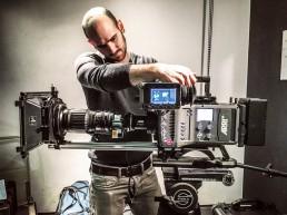 Arri Amira Kamera mit Canon Objektiv und Chrosziel Schärfezieheinrichtung auf Sachtler Stativ.