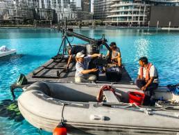 Kamerakran-Aufbau mit dem Boot.